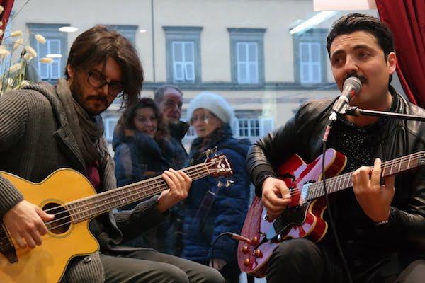 Giò Mannucci, tra parole e musica, presenta 'Acquario' in vetrina allo Sky Stone [Photogallery + Podcast]